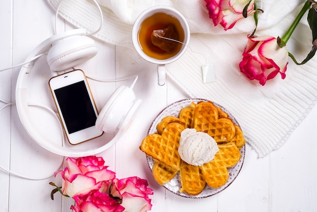 와플과 함께 아침 식사