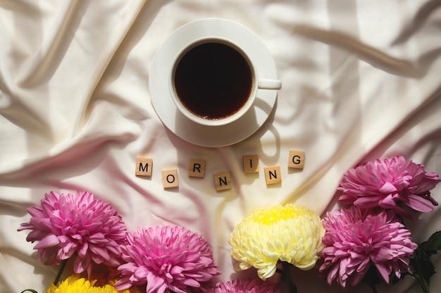 ベッドで朝のコーヒー。