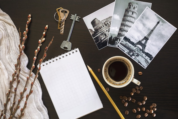 Утренний кофе на столе.