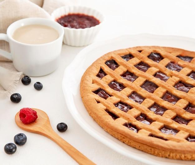 Утренний десерт и кофе