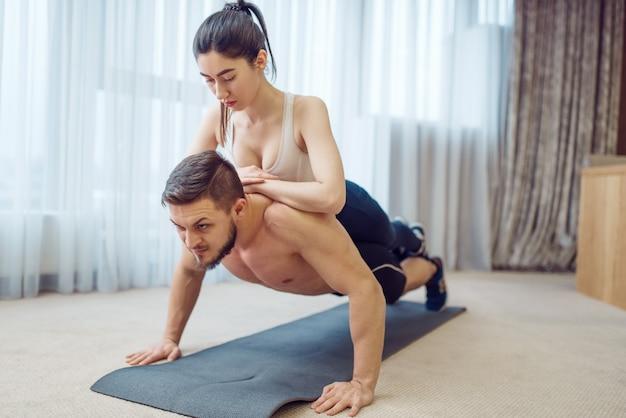 집에서 사랑 부부의 아침 체력 훈련