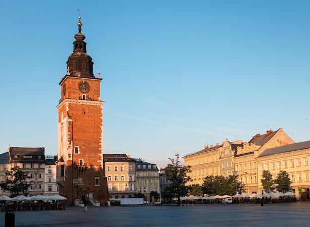 クラクフのメインマーケット広場での朝。ポーランド、ヨーロッパ