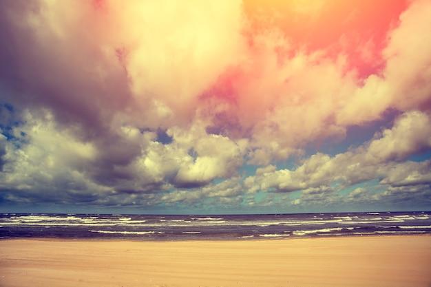 朝の海の風景、海からの日の出