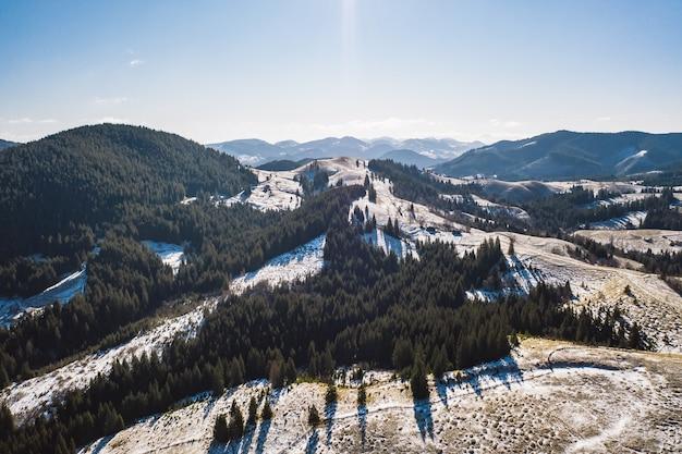 Mattina in montagna. carpazi ucraina, europa.