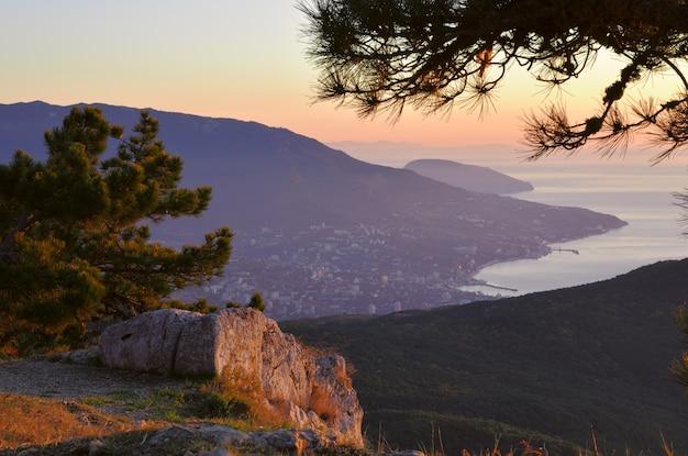 クリミア半島のaipetriの朝