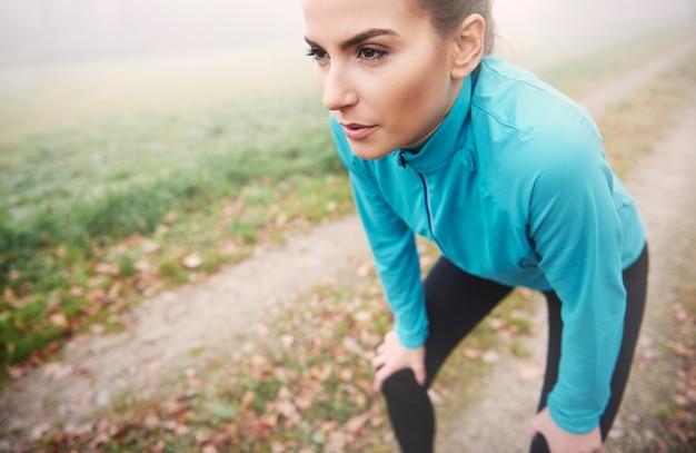 아침 달리기는 피곤하지만 하루 종일 차기