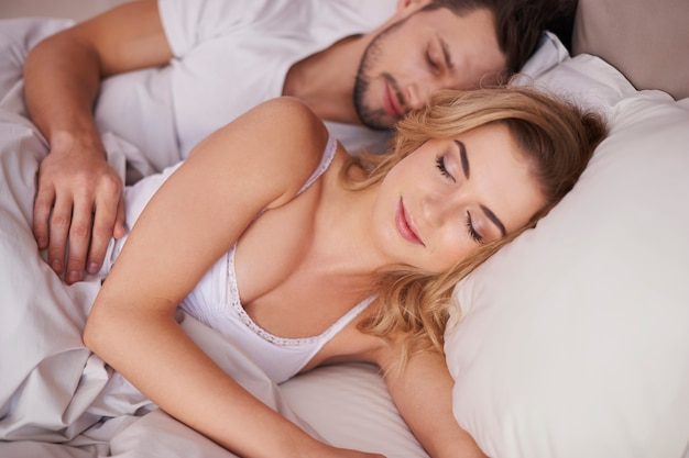 若い結婚のための朝の時間