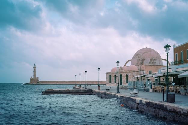 Утренняя венецианская набережная, ханья, крит