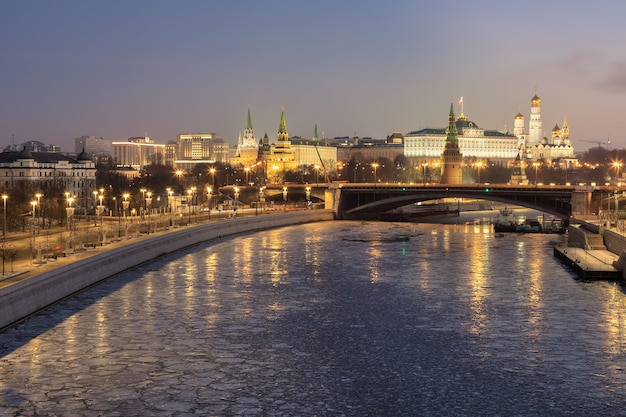 Morning view of the kremlin and the moscow river moscow russia