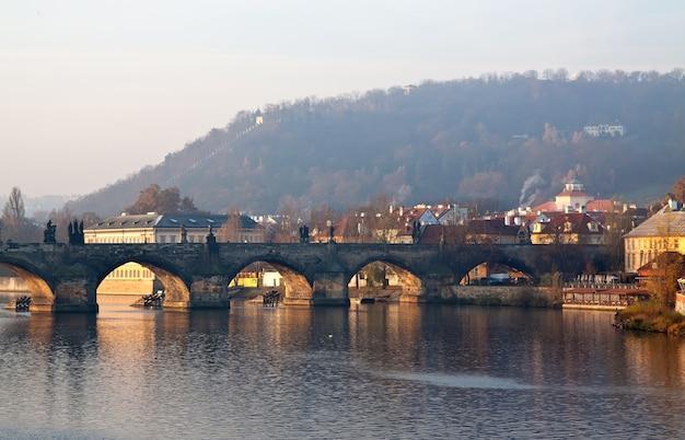 カレル橋の朝景