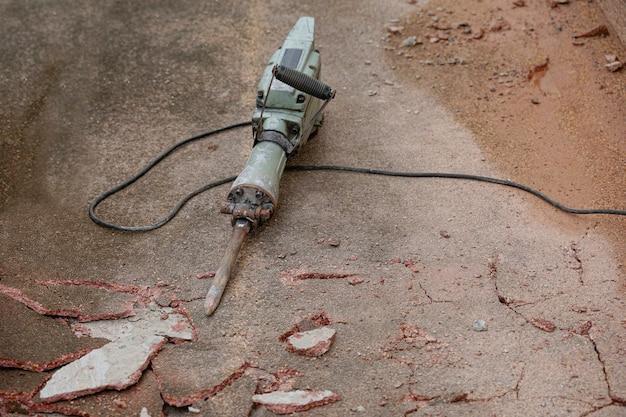금이 콘크리트 바닥에 박격포 드릴링 머신
