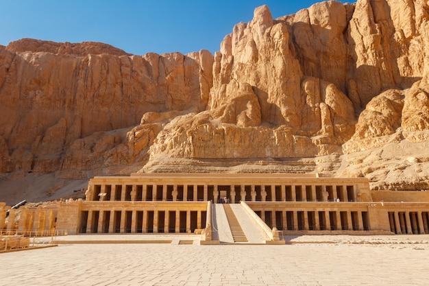 Заупокойный храм хатшепсут в луксоре, египет