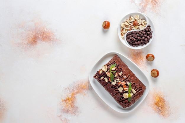 Torta al cioccolato e biscotto a mosaico