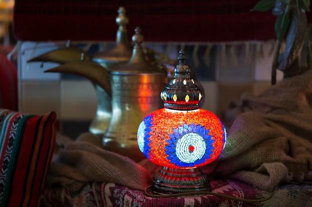 アラビア風のモザイクランプ。トルコの投手