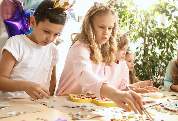 子供のためのモザイクパズルアート、子供たちの創造的なゲーム。