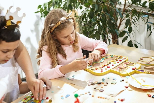 Arte puzzle mosaico per bambini, gioco creativo per bambini.