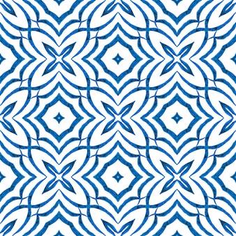 モザイクのシームレスなパターン。ブルーの息を呑むような自由奔放に生きるシックな夏のデザイン。テキスタイルレディフェッチプリント、水着生地、壁紙、ラッピング。手描きの緑のモザイクのシームレスな境界線。