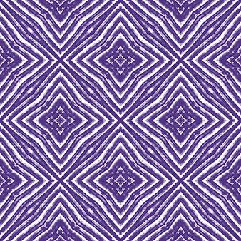 モザイクのシームレスなパターン。紫の対称的な万華鏡の背景。テキスタイル対応の優れたプリント、水着生地、壁紙、ラッピング。レトロなモザイクのシームレスなデザイン。