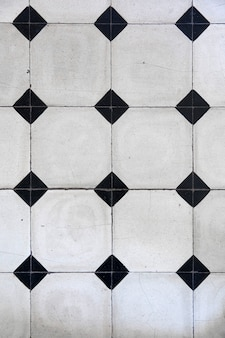 Mosaic tiles with geometric pattern