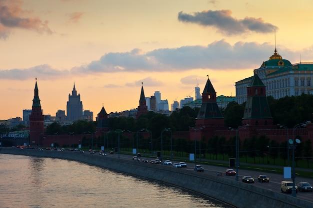 夏の日没のモスクワ・クレムリン