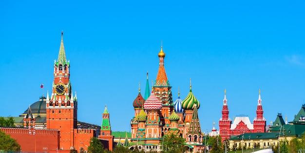 モスクワのクレムリン赤の広場と聖ワシリイ大聖堂