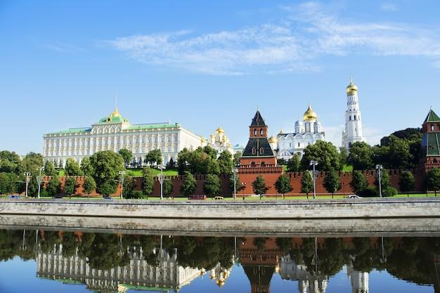 モスクワクレムリン。クレムリン堤防とモスクワ川のウィーフ