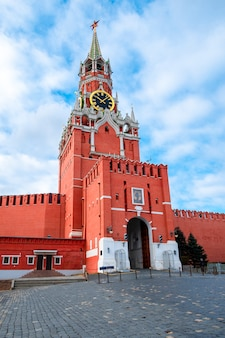 Moscow kremlin with spassky tower in center city on red square, moscow, russia