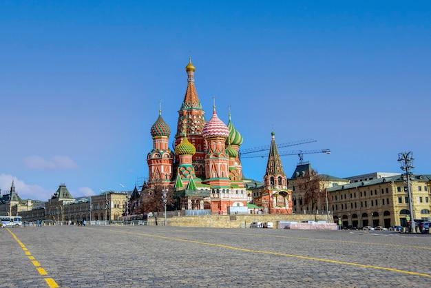 モスクワ。赤の広場。聖ワシリイ大聖堂。堀の最も神聖な神の母の保護の大聖堂