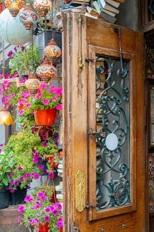 모스크바. 러시아. . 도시에서 여름 거리 카페의 인테리어입니다.