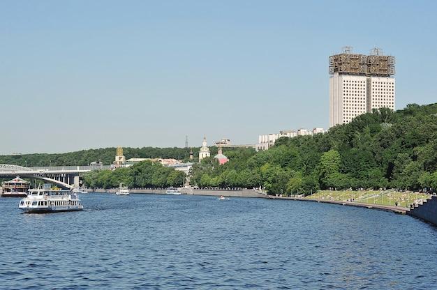 Москва, россия - 19 июня 2021 года: вид на здание президиума российской академии наук в москве