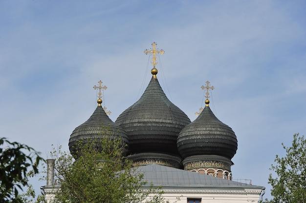 モスクワ、ロシア-2021年5月23日:モスクワのイズマイロフスキー島にある最も神聖な神の母の執り成しの大聖堂の眺め