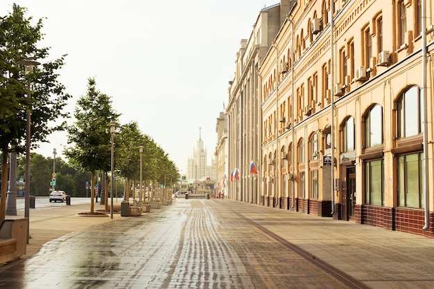 Вид москва россия улица, старый исторический центр, утро, городской пейзаж