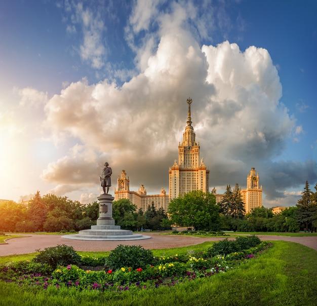 Московский университет в лучах солнца