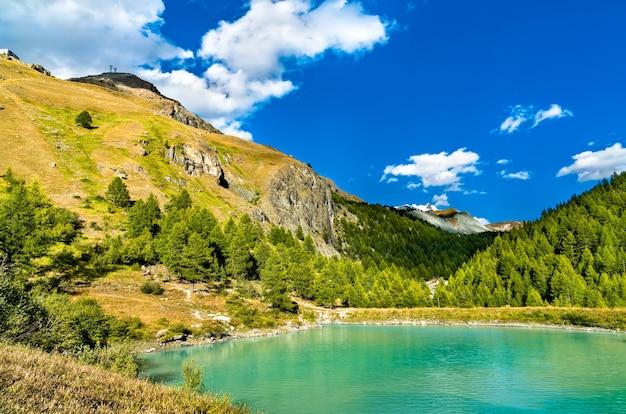 スイスのツェルマット近くのモシェゼー湖