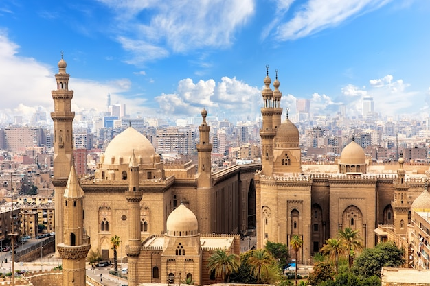 Мечеть и медресе султана хасана в каире, египет.