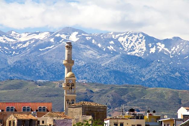 ハニア、クレタ島のモスクと山々