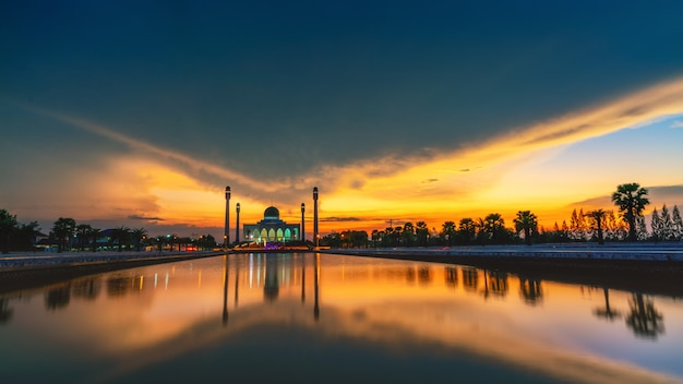 A mosque in the south of thailand on a beautiful cloudy day