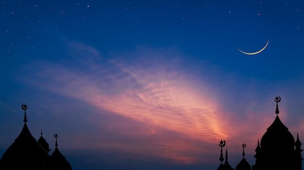 Купол мечети на темно-синем сумеречном небе и полумесяц на фоне