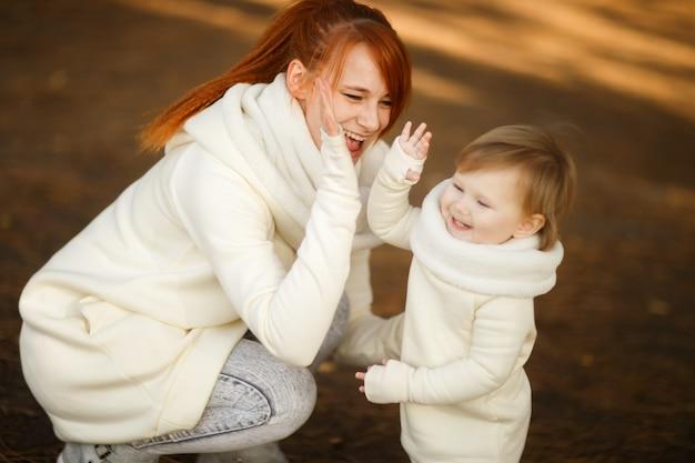 어머니와 딸 공원에서 재생