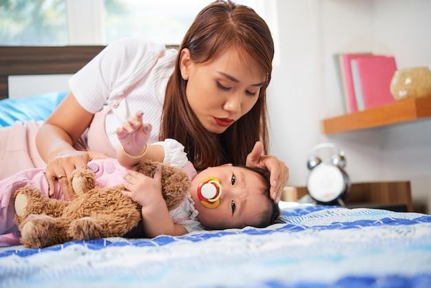 Мать и девочка