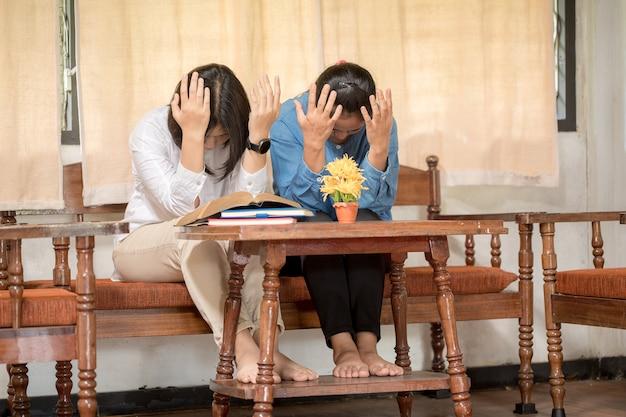 母と娘は一緒に励まし、支えてくれることを祈っています。