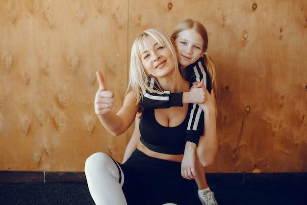 母と娘のヨガスタジオでヨガをやっています。