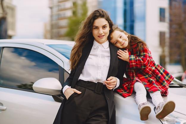 Мать и дочь в крепком городе