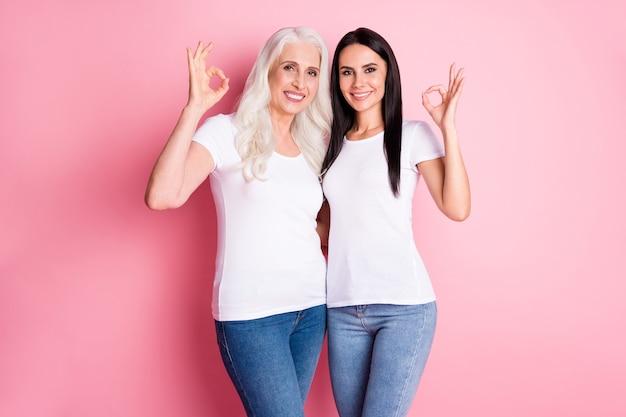 엄마와 딸 핑크에 고립