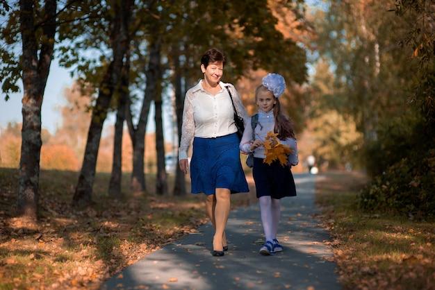 学校初日の母と娘