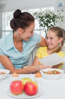 母親と娘、グリーティングカード、朝食、テーブル