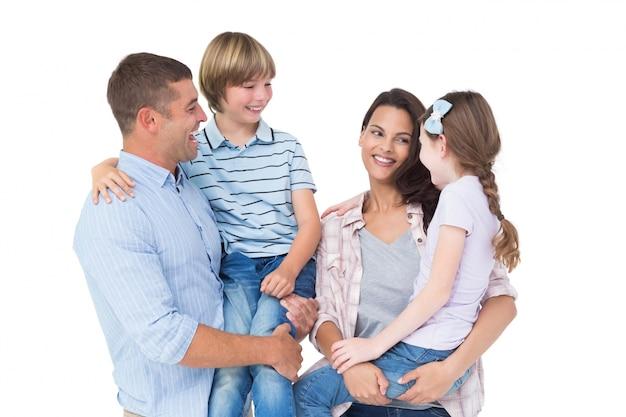 어머니와 아버지는 흰색 배경 위에 아이를 들고