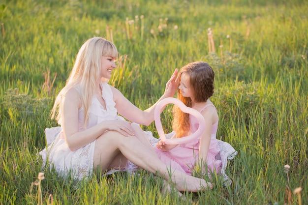 어머니와 소녀 양식 마음에 풍선