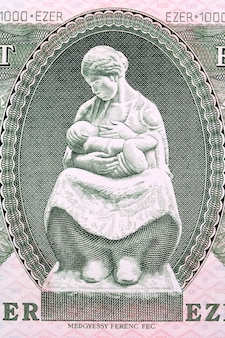 오래 된 헝가리 돈에서 어머니 간호 아이