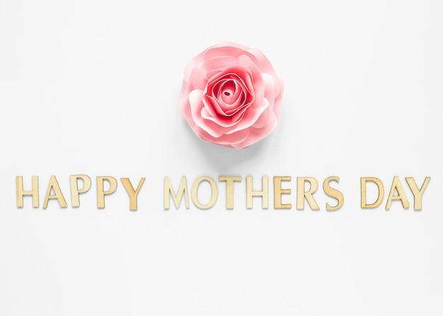 Festa della mamma celebrazione con fiore piatto laici